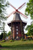Внутри города сохранились мельницы на валу, которые функционировали до 1950 года. Сегодня они являются неотъемлемым атрибутом вальных сооружений старого бременского городского укрепления, находящегося в городском парке.