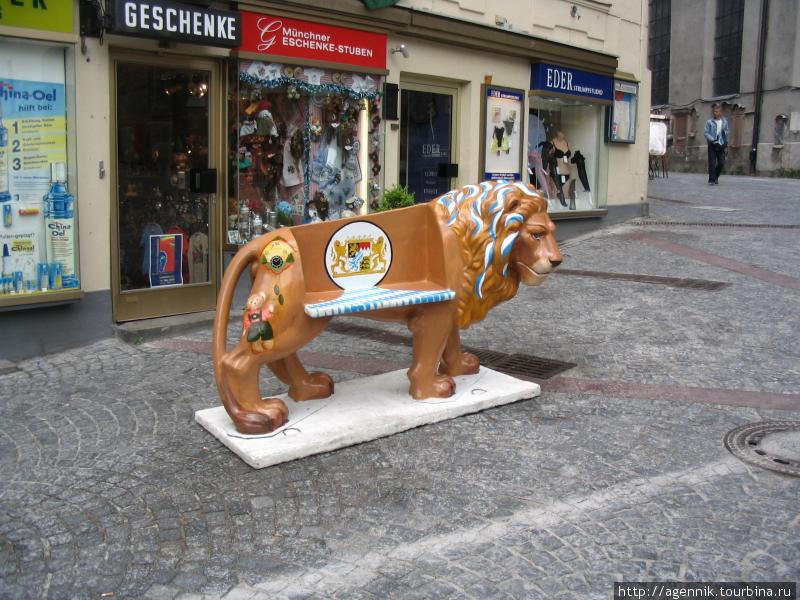Лев-скамейка
