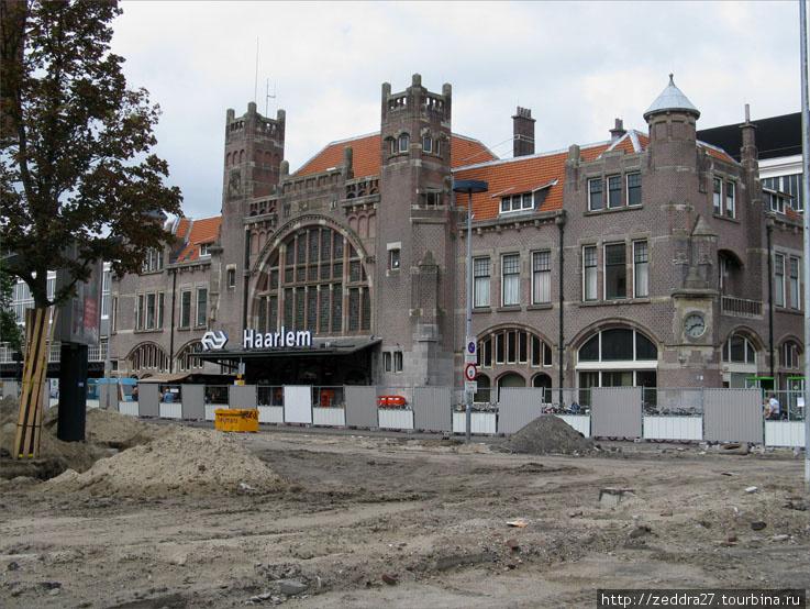 Харлемский ж/д вокзал, единственный в Голландии, построенный в стиле арт-нуво