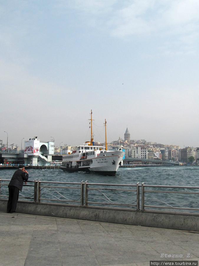 На пароме по Золотому Рогу Стамбул, Турция