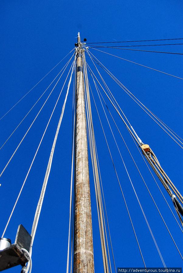 Мачта сделана из сибирской 40 метровой лиственницы