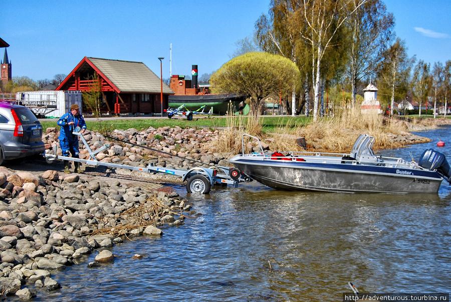 так перевозят лодки по суше