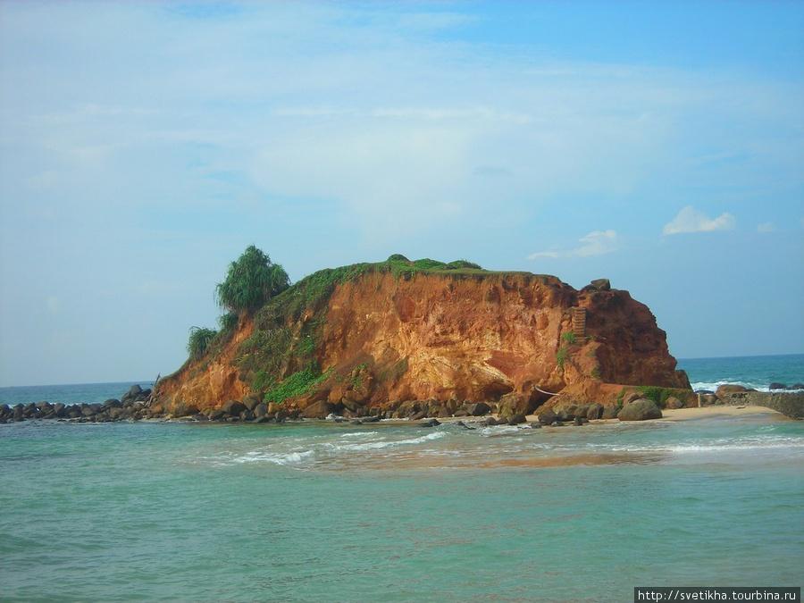 Одинокий остров...