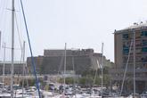 Раньше старый порт и город защищала крепость Fortezza del Priamar. Теперь это памятник архитектуры и достопримечательность Савоны.