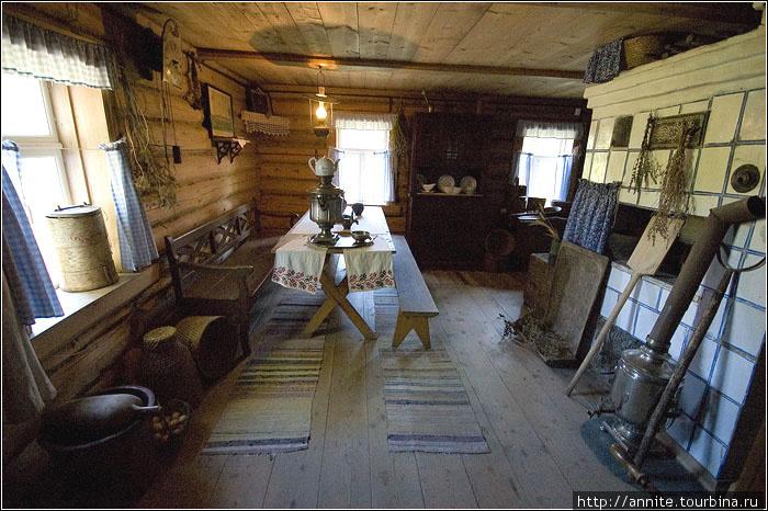 Флигель-кухня. В этом помещении за перегородкой жила кухарка Мария Дормидонтовна.