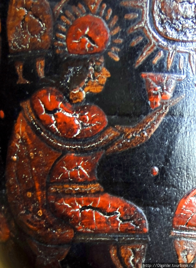 Инки во время ритуальных церемоний использовали кубки – керос, из которых пили чичу – кукурузное пиво.