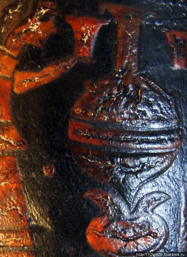 Еще изображение сосуда с высоким удлиненным горлышком