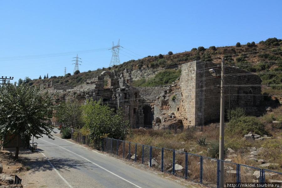 закрытый амфитеатр в Перге