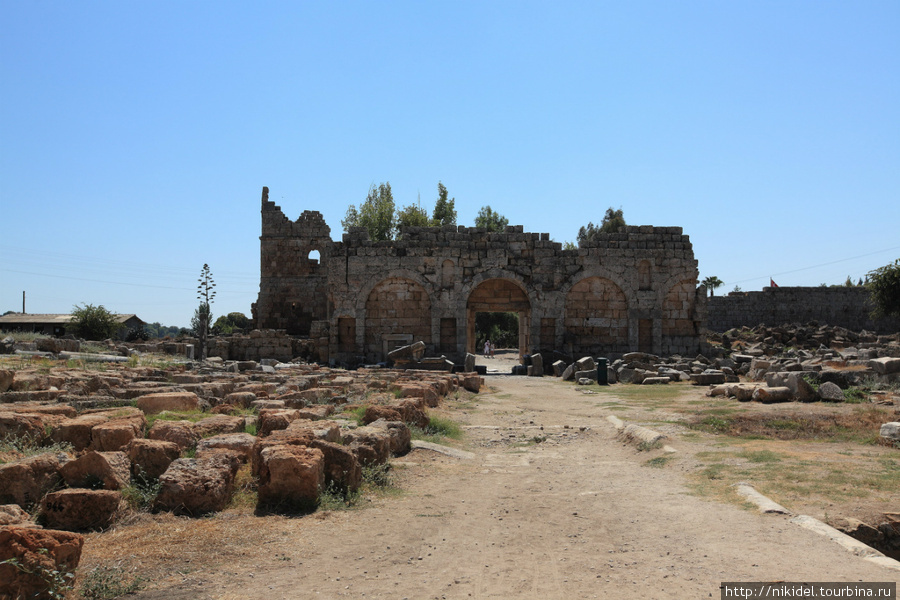 римские ворота, Перге
