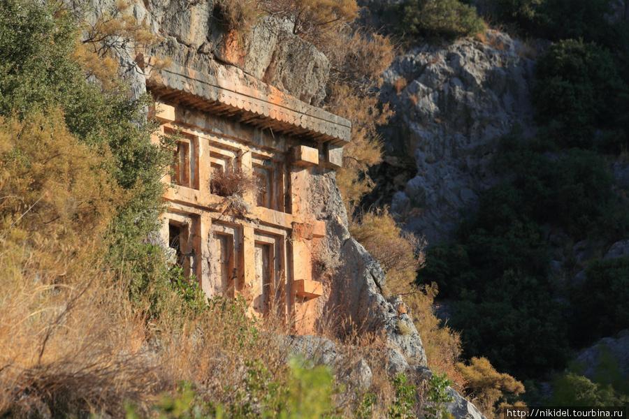 лидские гробницы в Мире