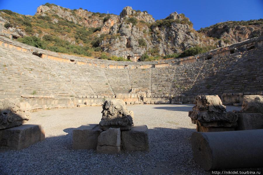 амфитеатр в Мире