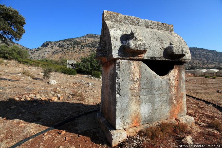 еще один вид гробниц неподалеку от Миры