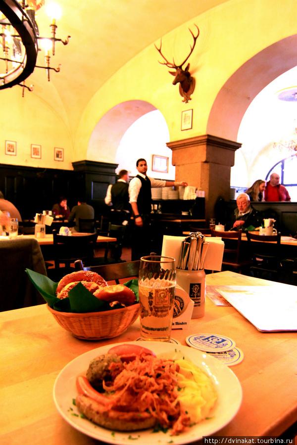Августинский микст и пиво с брецелями