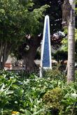 Обелиск на центральной площади Апанеки