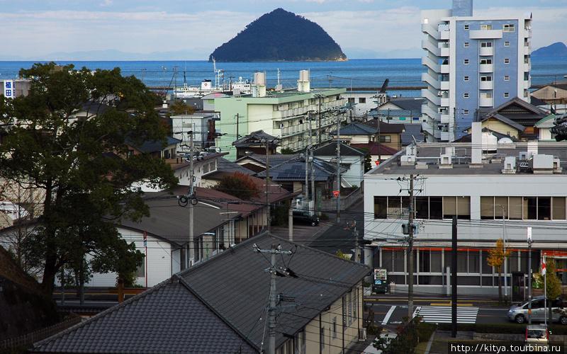 Вид на город и море с хол