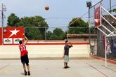 В парке Апостола Иакова есть и баскетбольная площадка