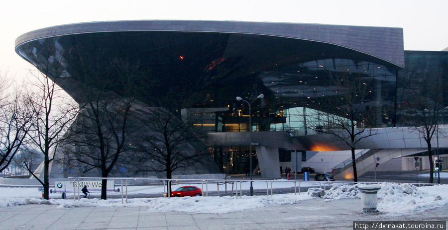 BMW Welt, где представлены современные автомобили BMW
