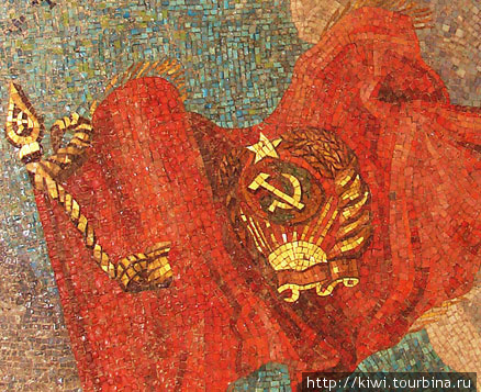 Фрагмент смальтовой мозаики на станции Маяковская