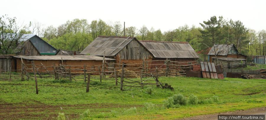 Окраина села, тут казахи живут.