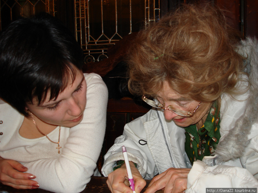 Очаровательная чешская леди пишет нам свой адрес