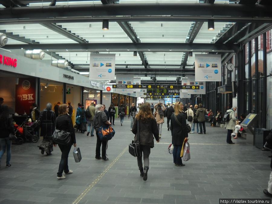 Внутри главного здания вокзала