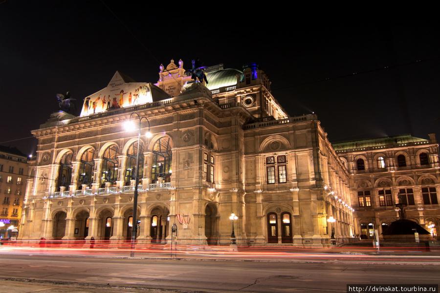 Венская опера, главный вход, трехгрошовые билеты слева...