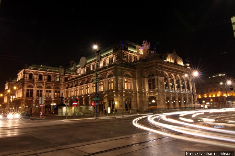 Венская опера, левый вход!!!
