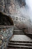 В начале византийской эпохи в горах вокруг Трабзона возникло огромное количество монастырей. Они были пограничными крепостями на дальних окраинах христианского мира. Монастырь Сумела был лишь одним, хотя и самым крупным из этих монастырей. Он же лучше всего и сохранился до наших дней.  Высокие и недоступные стены монастыря в суровых скалах стали на века местом паломничества христиан. Монастырь имел 4 этажа с 72-мя кельями и пятый этаж-галерею, которая несла охранительную функцию.  Монастырь Сумела вскарабкался на гору и спрятался за каменными выступами.