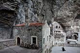 А вот и сам монастырь. На меня он произвел неизгладимое впечатление, сравнимое разве что с ощущением от Каппадокии.