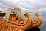 На приколе. Транспортное средство сделано, чтобы перевозить туристов от острова к острову. Транспортировка платная