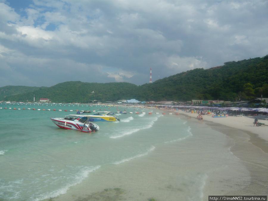 Центральный пляж острова.