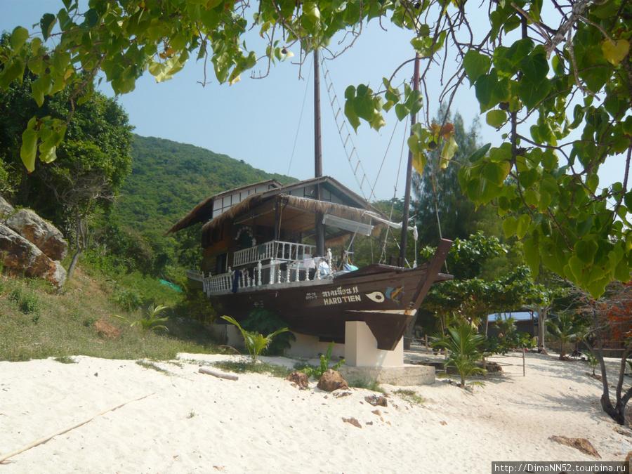 Гостиница на острове.