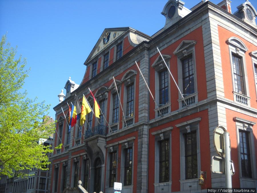 Здание ратуши сбоку