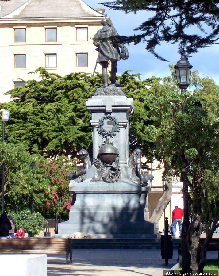 Памятник Магеллану (вид сзади)