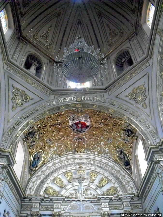 В базилике Соледад в Оахаке Оахака, Мексика