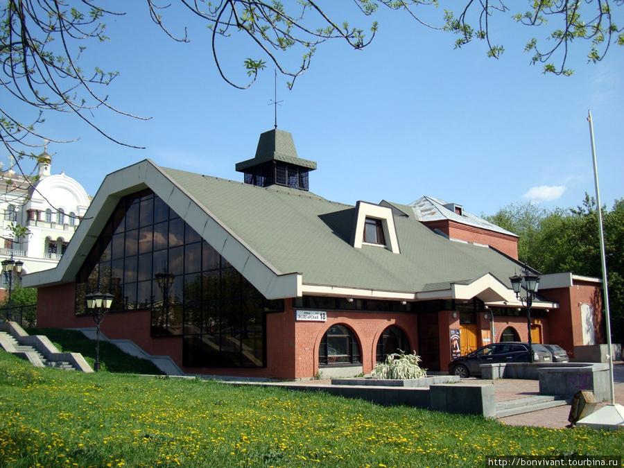 Камерный театр http://www.ompu.ur.ru/ ул. Пролетарская, 18