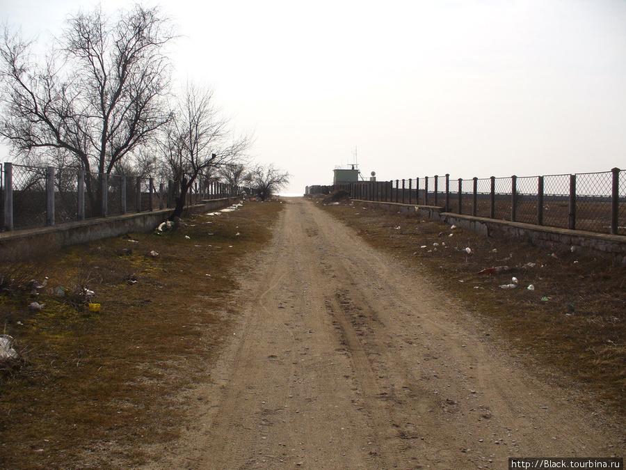 Дорога к морю между ДОЛ «Прибрежный» и оздоровительным  комплексом «Парус»