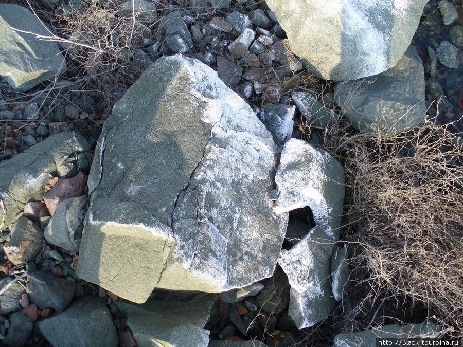 Соль на камнях