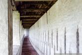 На крепостную стену можно подняться и почти по всему периметру обойти территорию монастыря.