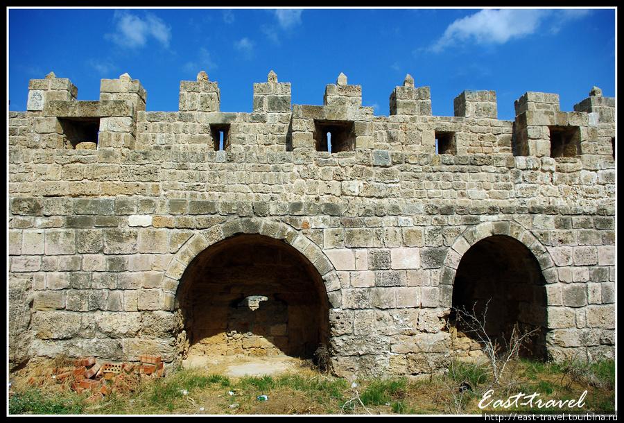 Внешняя стена крепости изнутри