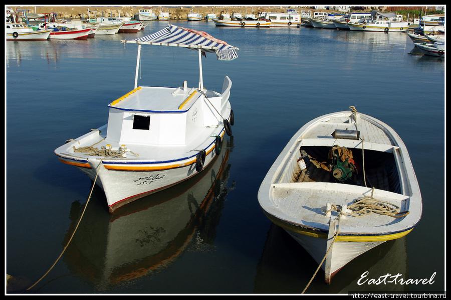 Такие лодки можно нанять в частном порядке для отправки на остров