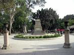 Памятник посреди парка