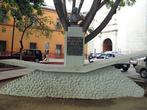 Памятник у церкви