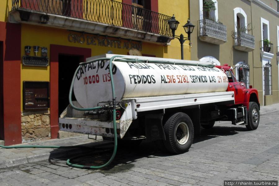 Цистерна на площади Оахака, Мексика