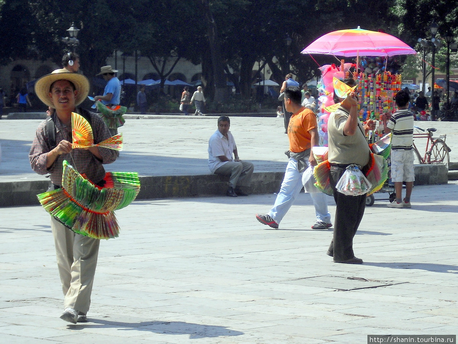 Торговцы на площади Оахака, Мексика