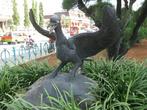 Статуя птицы