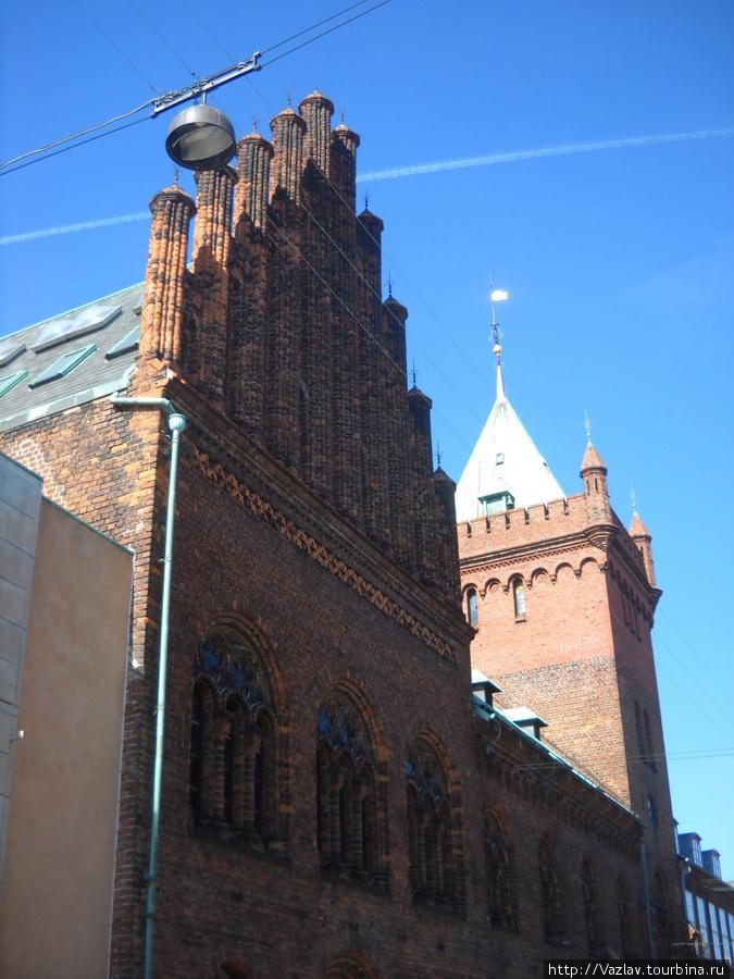 Боковой вид на ратушу