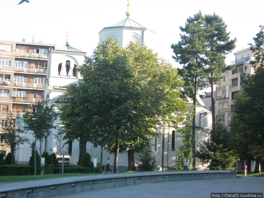 Церквушка, в которой проводятся службы и обряды, пока не достроен храм.