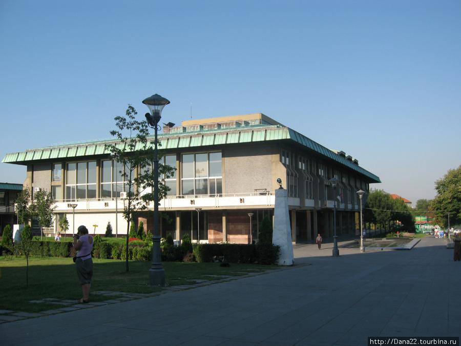 Какое-то там здание на центральной площади города :)