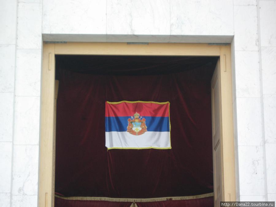 Нициональный флаг в храме. Без коментариев.